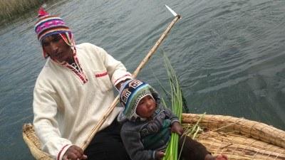 Padre e hijo recogiendo juncos - Foto con Nokia 808 Pureview